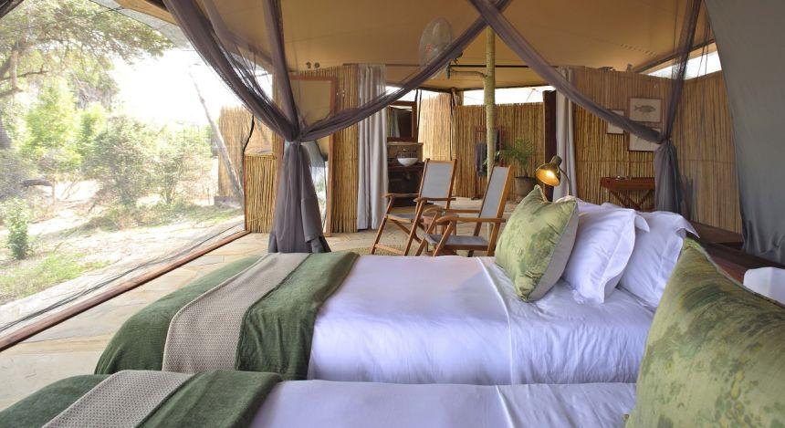 Zwei Betten und Innenambiente
