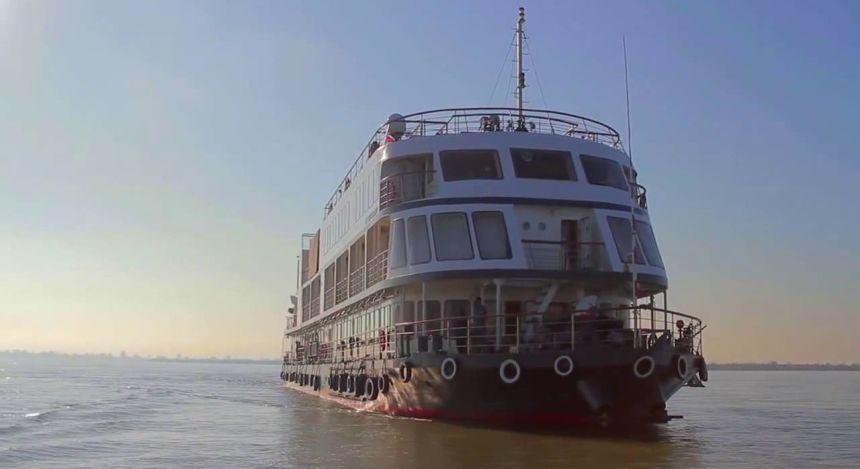 Außenansicht des Kreuzfahrtschiffes MV Mahabaahu