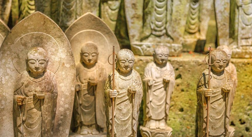 Buddha statues at Hasedara Temple