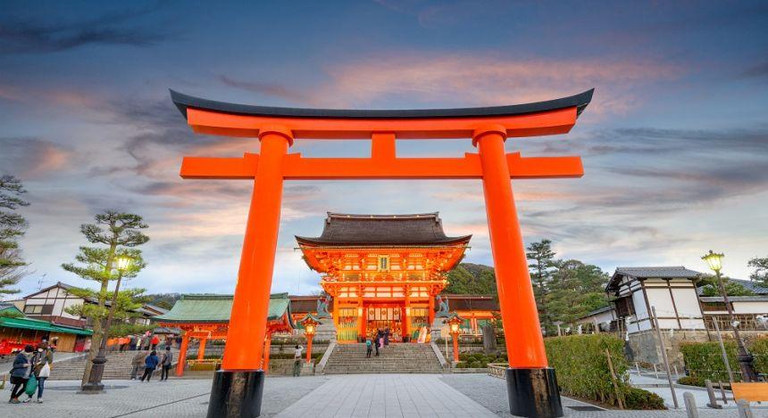 At the main gate of Fushimi Inara