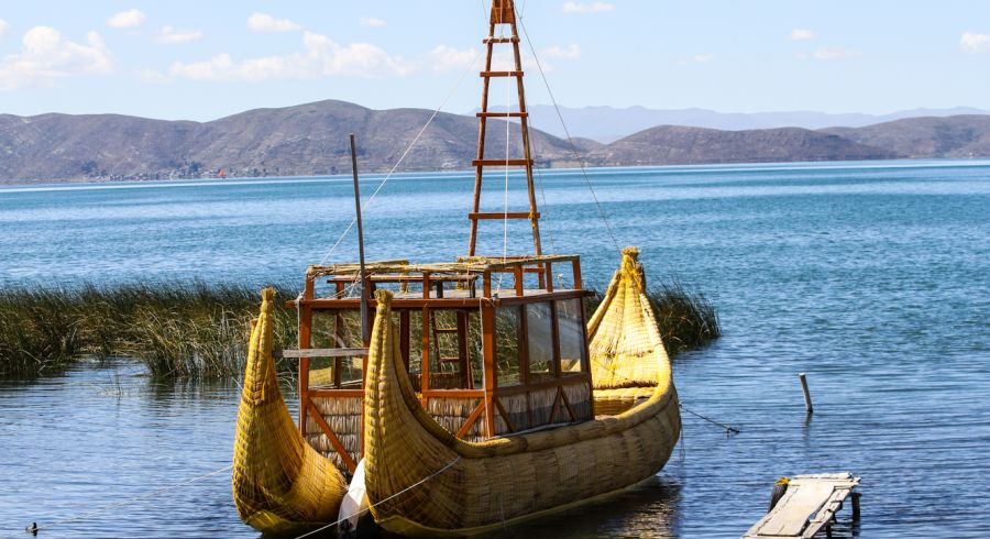 Traditionelles Boot auf dem Titicaca See