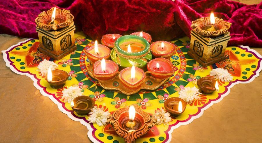 Überall werden Kerzen aufgestellt