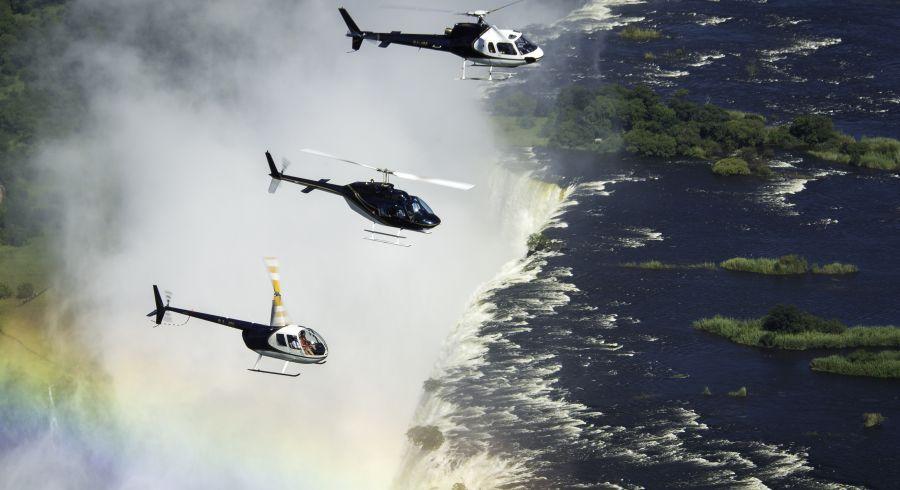 Mit dem Hubschrauber über den Victoriafällen kreisen