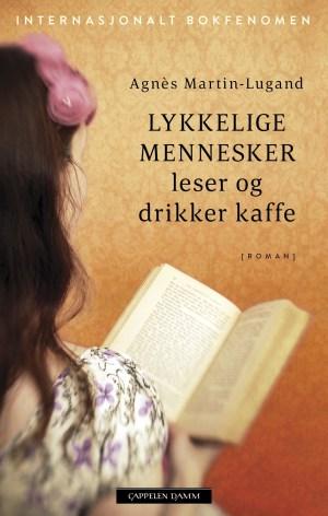 Lykkelige mennesker leser og drikker kaffe