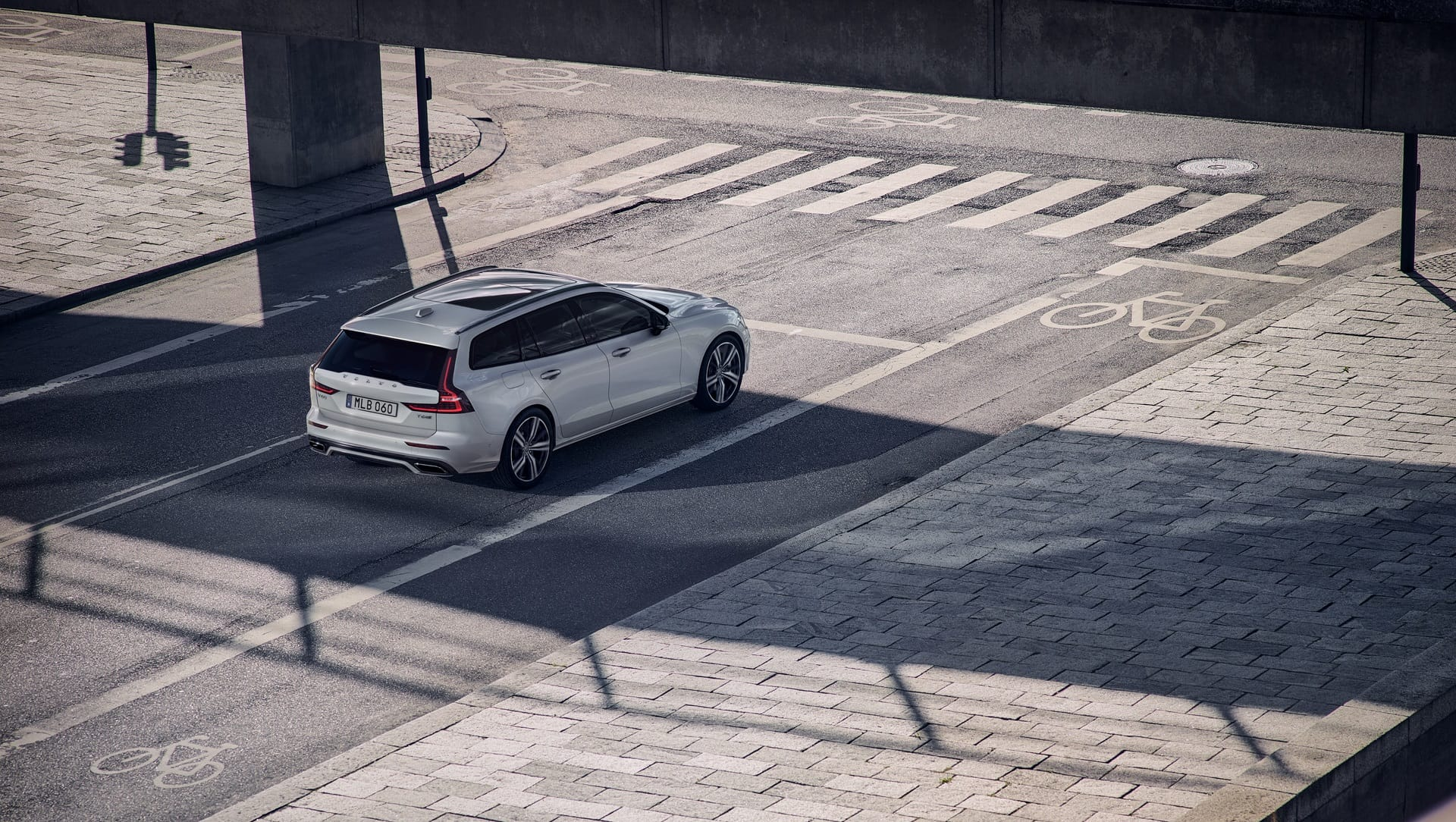 Volvo V60 T8 Plug-in Hybrid R-Design