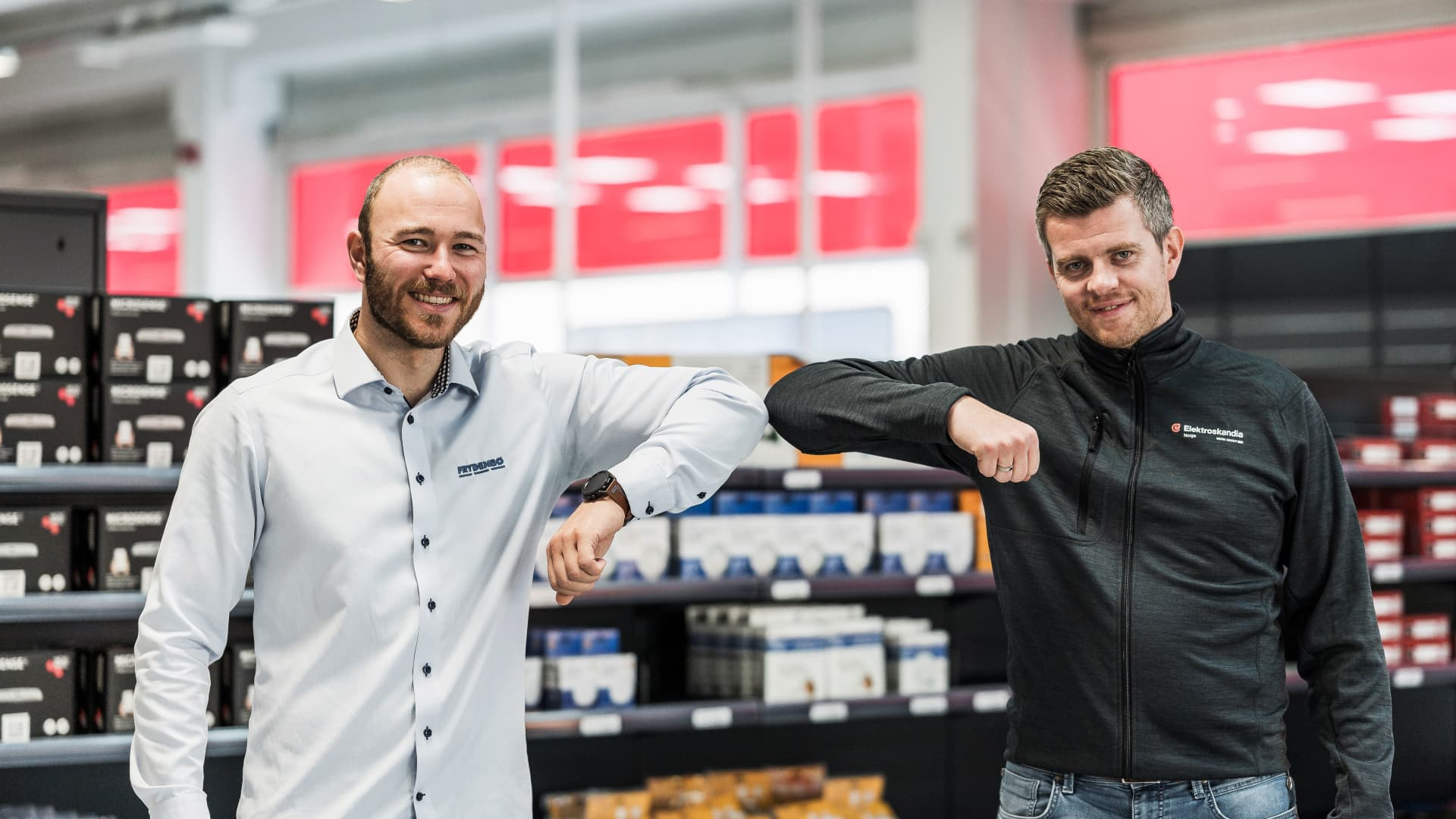 Tommy Gjøvaag Nordanger fra Frydenbø Eiendom og Ole Petter Solberg fra Elektroskandia i butikken på Minde