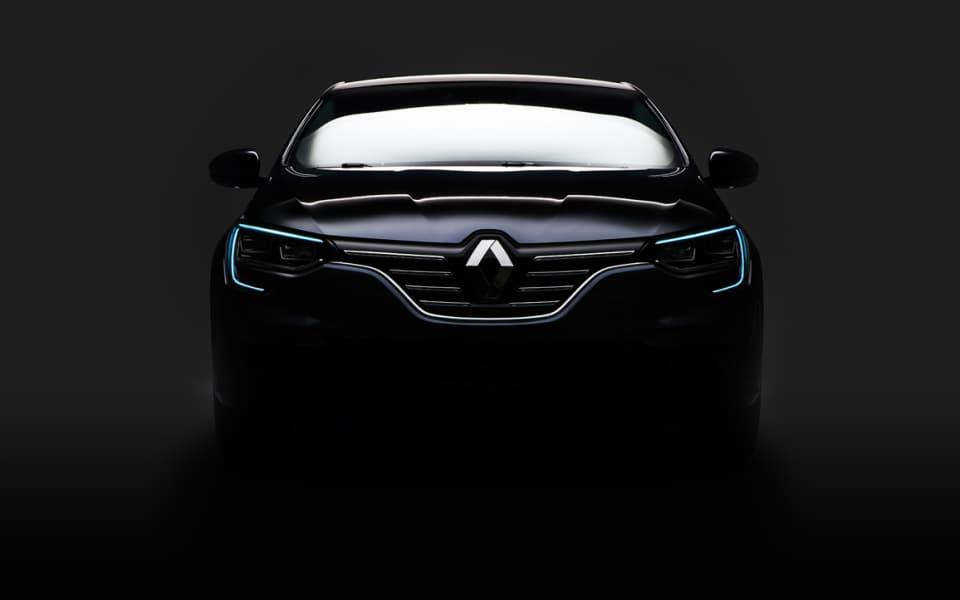 Sort Renault Megane front i studio mot sort bakgrunn