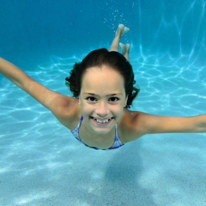 Instagram-Junior_female_swimming_underwater.jpg