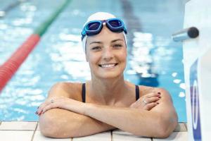 Swimming adult female 300 x 200