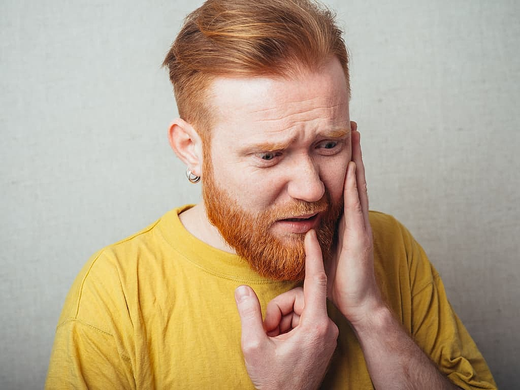 homme_souffrant_pulpite_dentaire