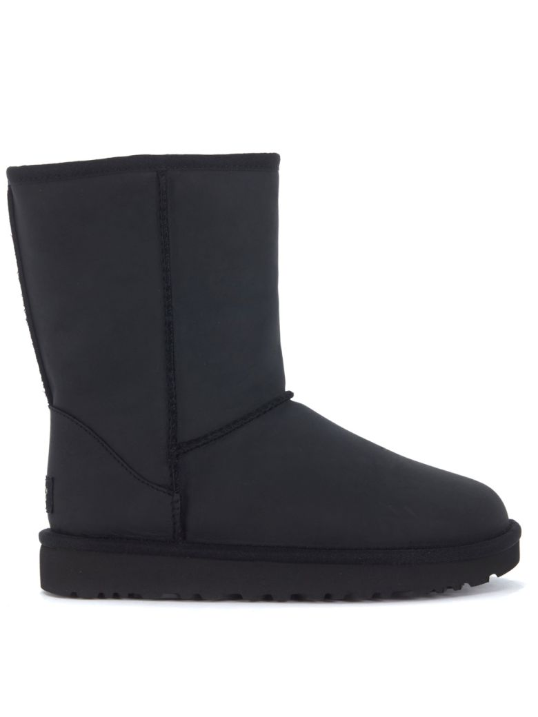 Ugg Leathers UGG CLASSIC II SHORT BLACK LEATHER ANKLE BOOTS