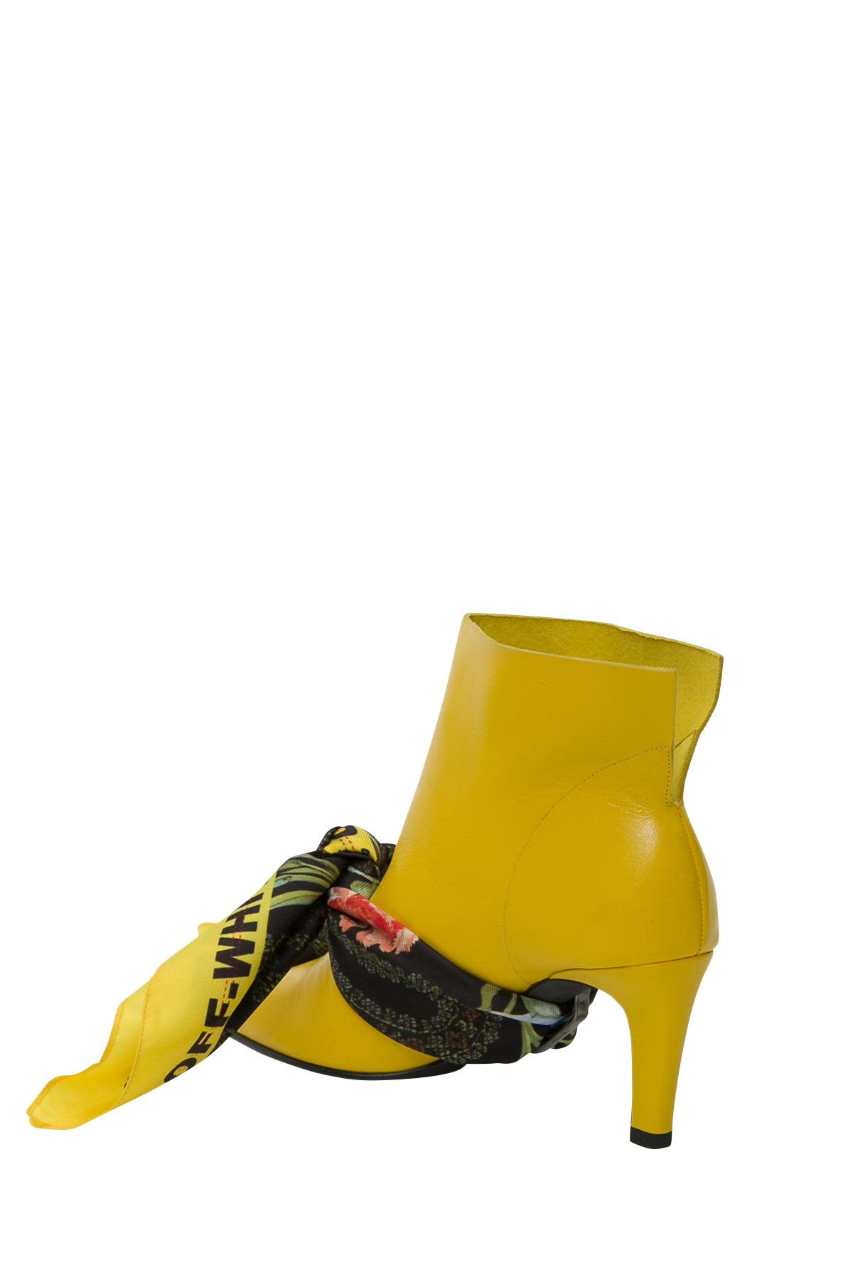 Pointy Ankle Boots With Kerchief in Giallo