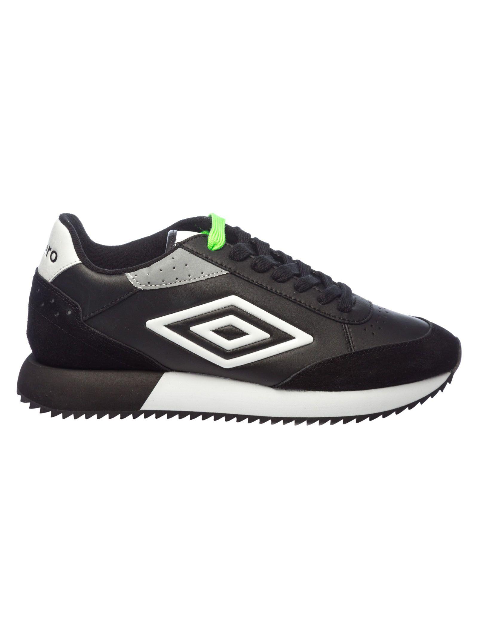 UMBRO Classic Running Sneakers in Black/White