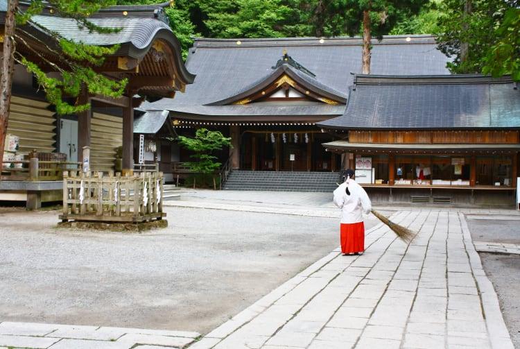 Suwa-taisha Shrine