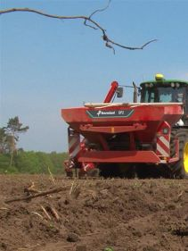 Kverneland optima PH,  parallel-hydraulic frame provides stable parallelogram on field