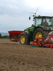 Kverneland F35 working widths 4.5 - 6m. Robust design provides necessary strength for trouble free operation