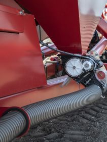 Kverneland DG2 High Capacity Pneumatic Seed Drill, superior depth control and high performance on field
