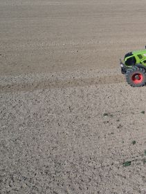 Kverneland u-drill plus, ombined grain and fertiliser version, operating at high speed
