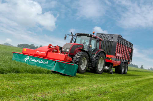 Plain Mowers - Kverneland 2800 FS,  first front disc mower with an actively driven swath former