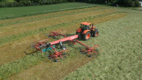 Four rotor rakes - Kverneland 95130 C - 95130 C, made for handling though operations and changing crop intense