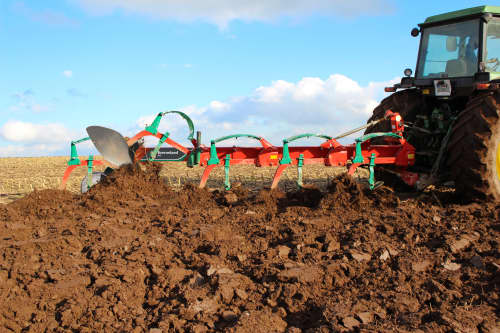 Conventional Ploughs - Kverneland AB AD, easy and efficient ploughing