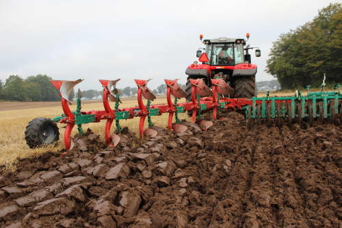 Reversible Mounted Ploughs - Kverneland Packomat, perfect seedbed while ploughing, kvernelands unique steel provides light and robust implement