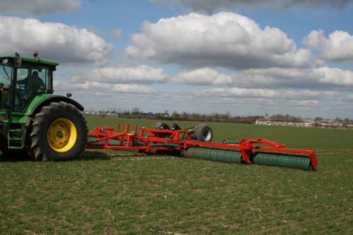 Kverneland Actiroll, efficient soil and levelling, strong frame concept, contoura