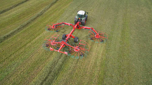Four Rotor Rakes - Kverneland 97150 C, optimal ground pressure with high output and capacity