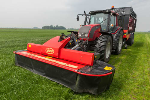 Plain Mowers - Vicon EXTRA 332XF, designed for narrow swathing and wide spreading, first front disc mower with with an actively driven swath former