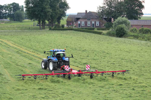 Tedders, Trailed - VICON FANEX 1404C, easy to use in operations and also works with low power tractors