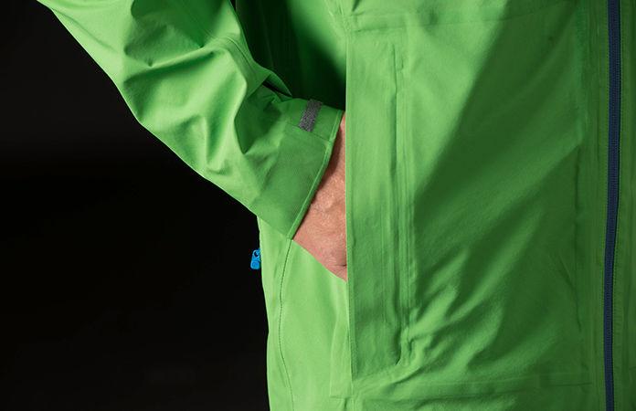 Norrøna /29 rain coat for men - hand warmer pockets