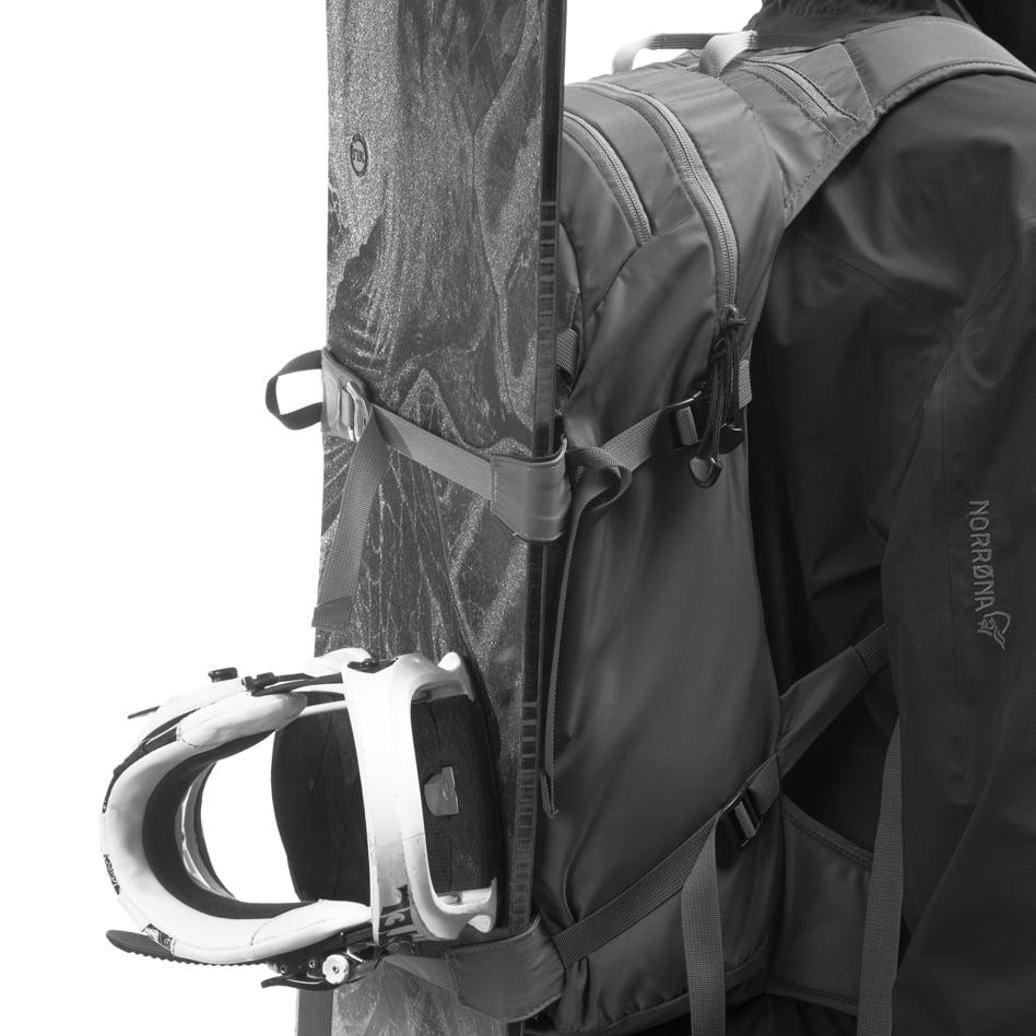Technical details Compression straps with ski/snowboard attachment