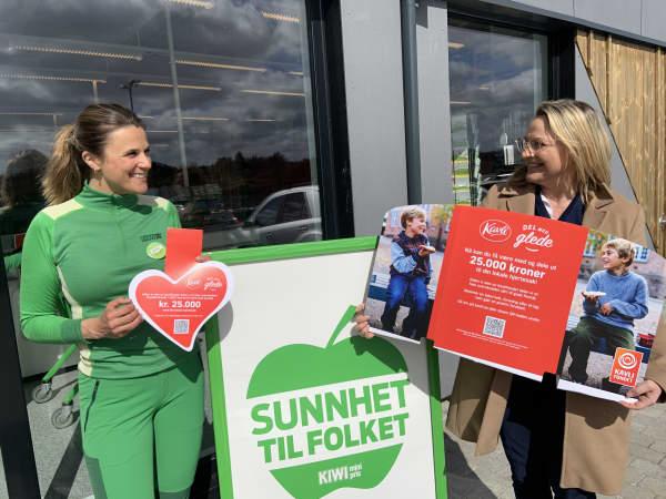 Marie Steine Madsen driver en av nesten 700 KIWI-butikker som sammen med oss i Kavli jakter på nordmenns lokale hjertesaker. Her sammen med markedsdirektør i Kavli, Gudfinna Traustadottir.