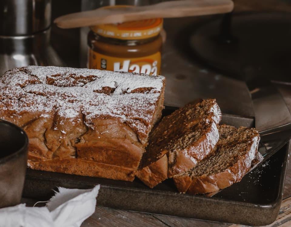 Mykt og smakfullt bananbrød med HaPå. En ny vri på klassikeren nybakt brød med HaPå.
