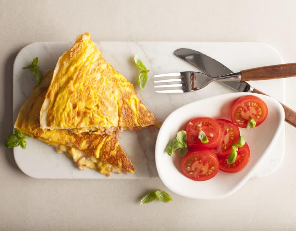 Enkel og saftig omelett med Kavli SkinkeOst