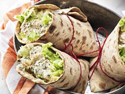 Wrap med krämig laxröra och potatis