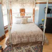 four poster bed accommodations at Franklin Street Inn bed and breakfast downtown appleton wisconsin