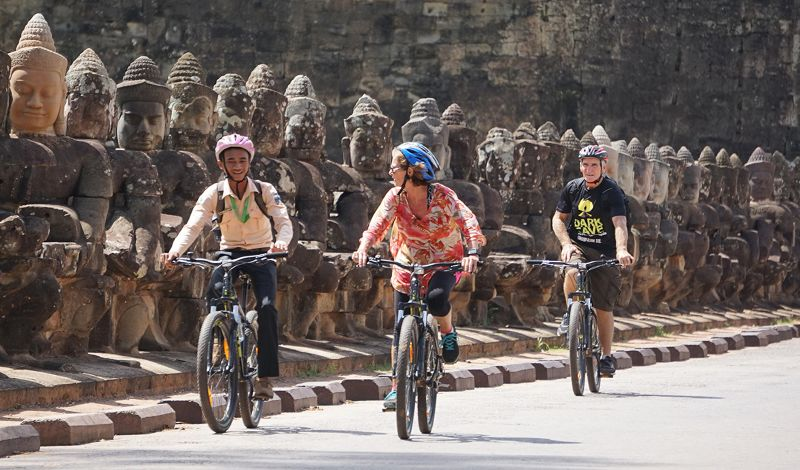 Siem Reaper: Angkor Wat Sunrise Tour: Bike Through Ancient Temples & Villages