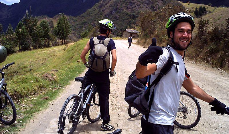 Red de Turismo Comunitario del Austro Pakarinan: Cuenca Biking Tour: Archeology and Colonial History