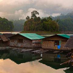 floating raft house