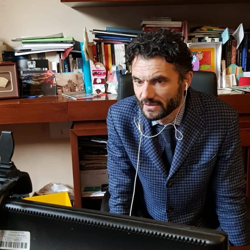 Il sindaco Biffoni anticipa la zona rossa: da lunedì chiuse anche le scuole