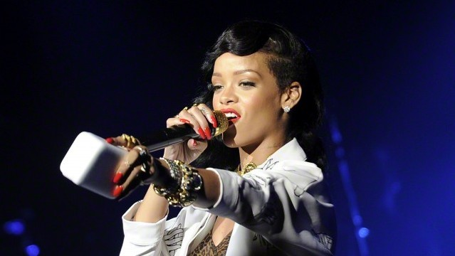 rihanna works it with drake at los angeles anti tour stop revolt