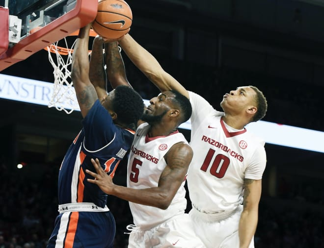 Gafford double-double helps Arkansas upset No. 14 Auburn