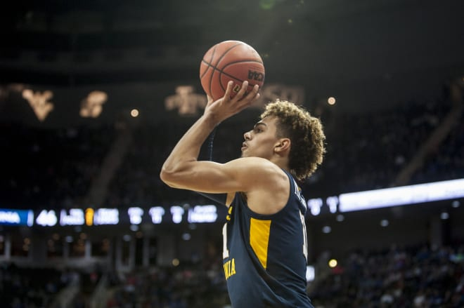 Where does the West Virginia Mountaineers basketball program stand in regards to scholarship totals?