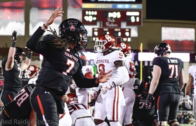 Texas Tech QB Alan Bowman exits game vs