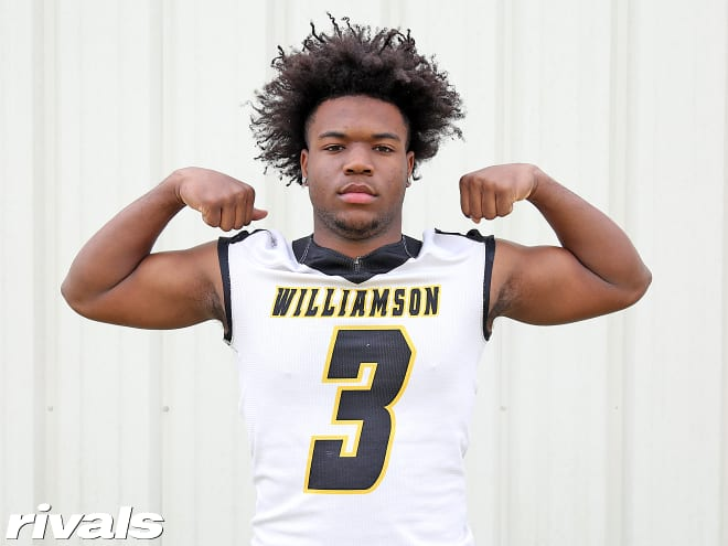 Robert Woodyard committed to Alabama on Thursday.