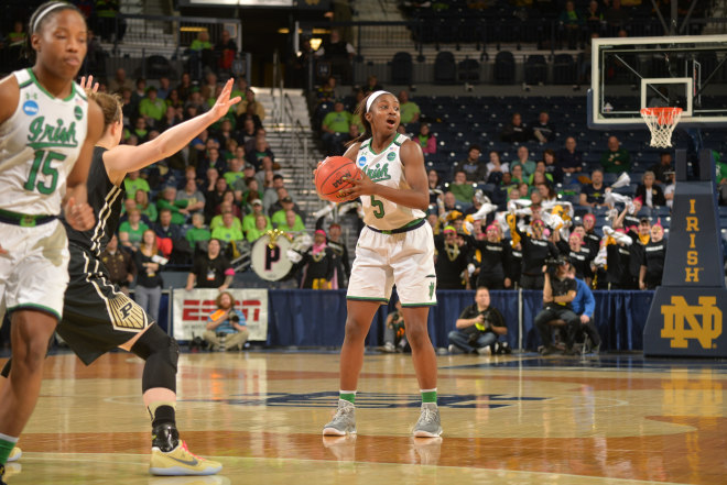 Notre Dame's Turner leaves NCAA 2nd round game with knee injury