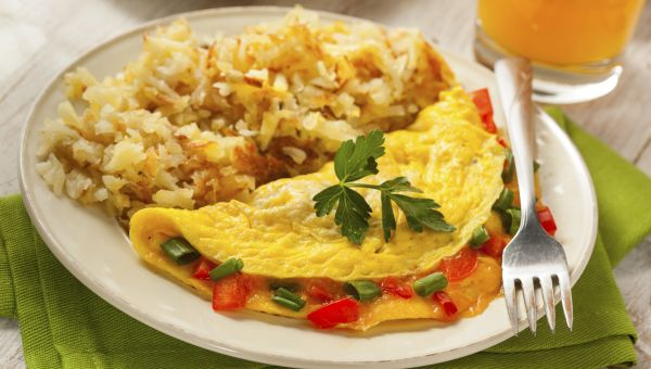 8 easy breakfasts under 300 calories diet nutrition sharecare 6 9 omelet makeover this under 300 calorie forumfinder Image collections