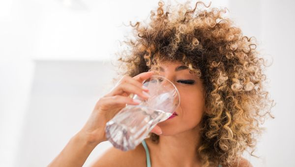 Myth: drinking water in excess can prevent (and reverse) wrinkles