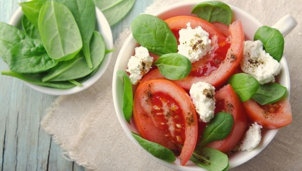 Cottage cheese with tomatoes, basil and balsamic vinegar